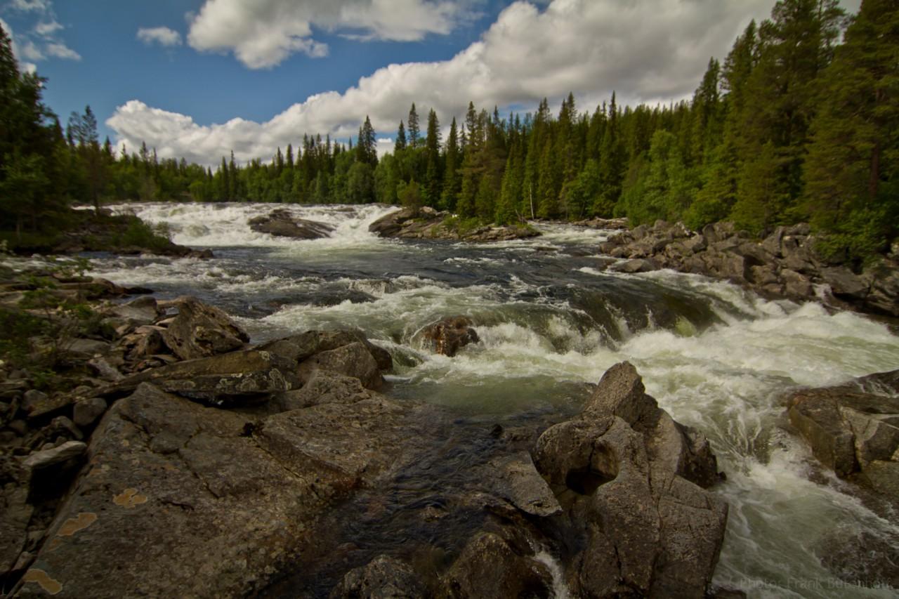 Reißender Fluss in Schweden
